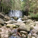 Sztuczny wodospad na Łomnicy